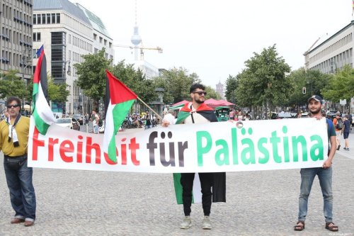 BERLIN, GERMANY - JULY 30: Demonstrators hold a banner reading 'Freedom to Palestine' as they gather to protest against Israel's demolition policy aimed at razing Palestinian homes in occupied East Jerusalem at Pariser Platz, located in front of the Brandenburg Gate in Berlin, Germany on July 30, 2019. ( Erbil Başay - Anadolu Agency )