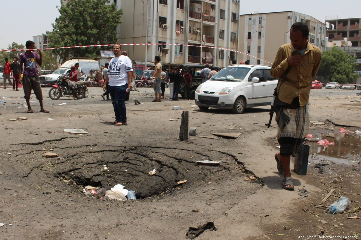 People inspect the site of a bomb attack in Aden, Yemen on 1 August 2019 [Wael Shaif Thabet/Anadolu Agency]