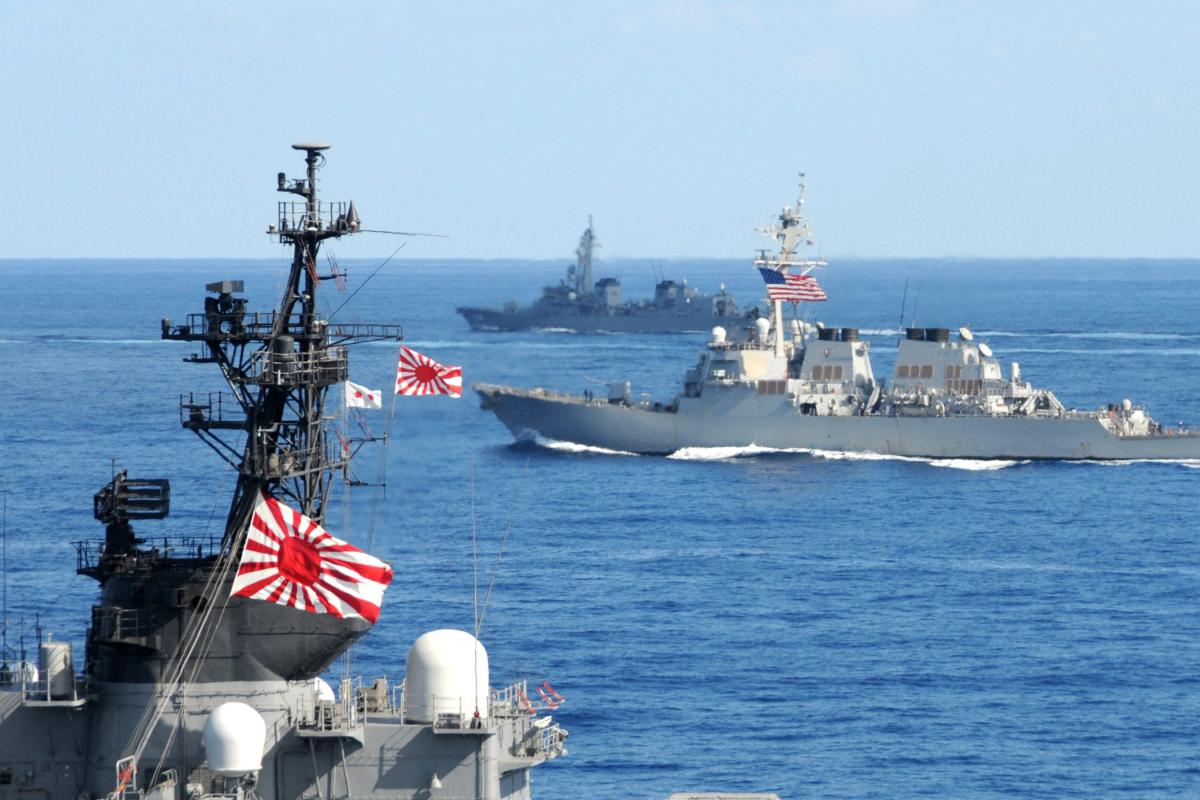 US Navy and Japan Maritime Self-Defense Force (JMSDF) ships [US Navy photo/Mass Communication Specialist 3rd Class Jacob D. Moore/Released]