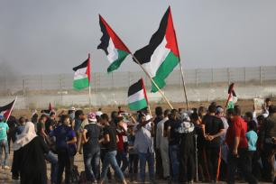 Gazans rally for the 75th consecutive week at the separation fence on 20 September 2019 [Mohammed Asad/Middle East Monitor]