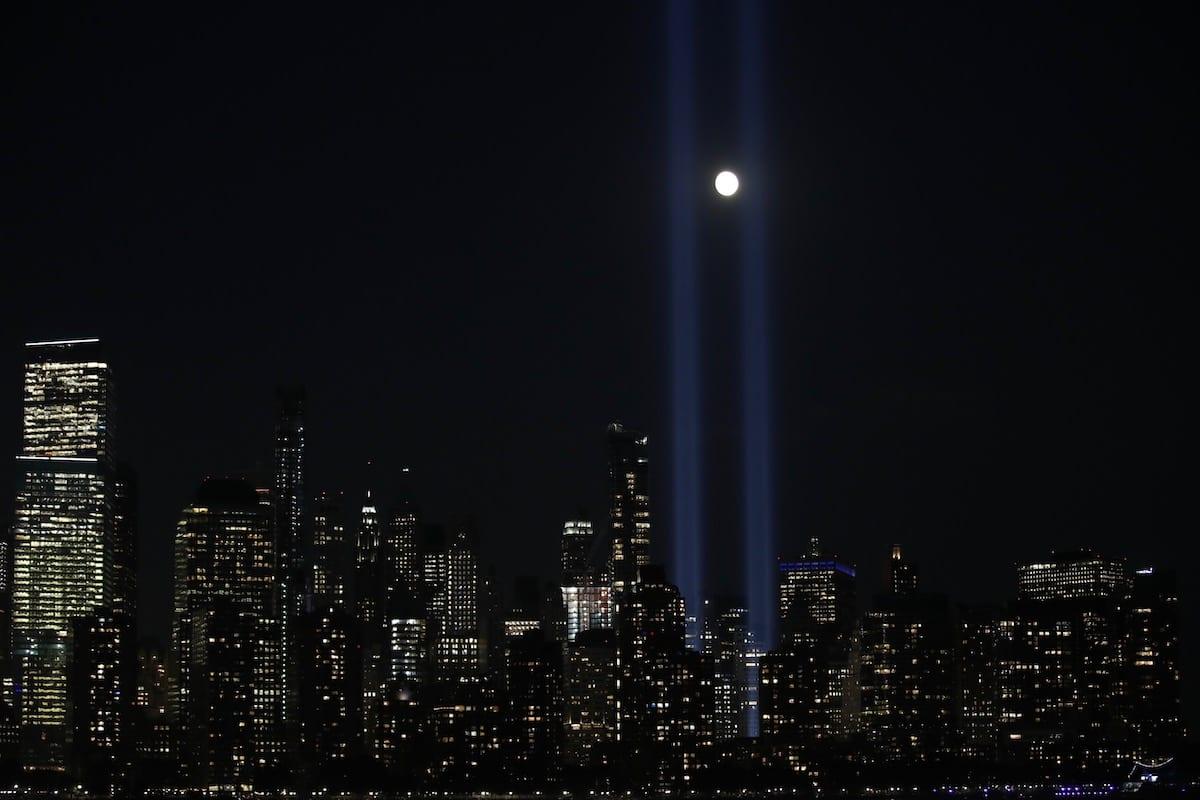 The 'Tribute in Light' rises skyward on the 18th anniversary of the 9/11 terrorist attacks, 11 September 2019 in New York City. [Vural Elibol - Anadolu Agency]