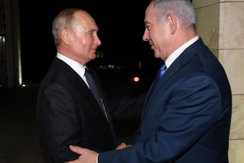 Russian President Vladimir Putin (L) welcomes Israel's Prime Minister Benjamin Netanyahu (R) ahead of their meeting in Sochi, Russia on 12 September 2019. [Amos Ben Gershom / GPO / Handout - Anadolu Agency]