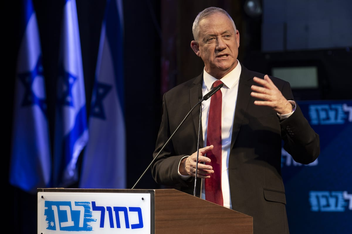 Leader of the Blue and White political alliance, former chief of staff of the Israeli army, Benny Gantz speaks to his supporters during the final stage of his election campaign in Tel Aviv, Israel, 15 September 2019. [Faiz Abu Rmeleh - Anadolu Agency]
