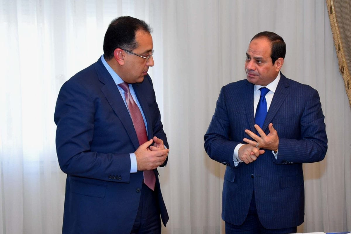 Egyptian President Abdel Fattah al-Sisi meets with Mustafa Madbouli, the then Housing Minister in Cairo, Egypt on January 3, 2017 [Egyptian President Office / ApaImages]