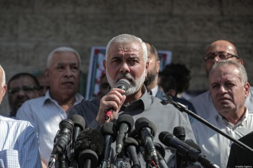 Head of the Political Bureau of Hamas Ismail Haniyeh speaks during a solidarity rally organized by Palestinian Authority's Committee for Prisoners' Affairs in front of Red Crescent office in Gaza City, Gaza on 30 September 2019. [Ali Jadallah - Anadolu Agency]