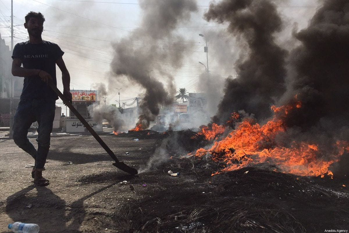 People burn tires as they gather to protest government due to corruption, unsolved unemployment issue and inadequate public service in Baghdad, Iraq on 2 October 2019 [Murtadha Sudani /Anadolu Agency]