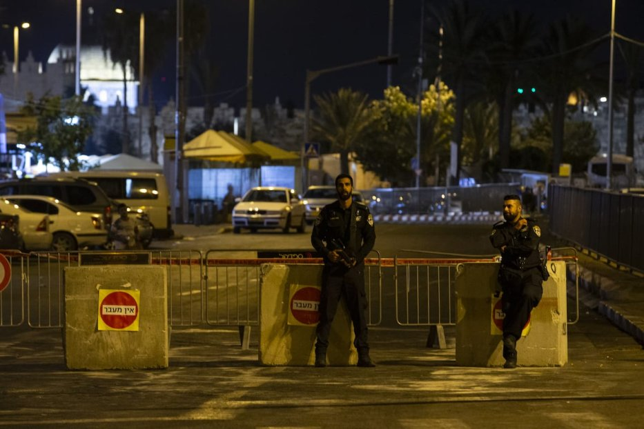 Israeli police officers close the main roads to mark the Jewish Yom Kippur, the Day of Atonement and the holiest of Jewish holidays, in Jerusalem on 8 October 2019. [Faiz Abu Rmeleh - Anadolu Agency]
