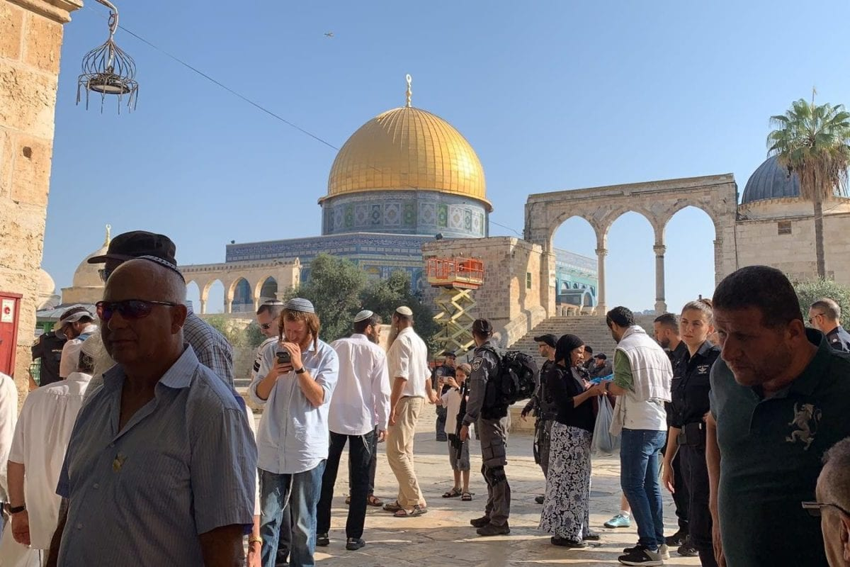 Israeli settlers seen in the the Al-Aqsa Mosque Compound, during the Jewish holiday of Sukkot, on 17 October 2019 [Kudüs İslami Vakıflar İdaresi/Handout/Anadolu Agency]