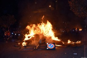 Lebanese demonstrators make fires and block a road at Riad Al Solh Square during an anti-government protest against dire economic conditions and new tax regulations on communication on October 18, 2019 in Beirut, Lebanon [Mahmut Geldi / Anadolu Agency]