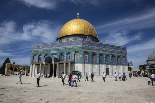 Muslims walk near the Kubbet'us-Sahra (Dome of the Rock) as they arrive to perform the Friday Prayer at Al-Aqsa Mosque Compound in Jerusalem on 18 October 2019. [Faiz Abu Rmeleh - Anadolu Agency]