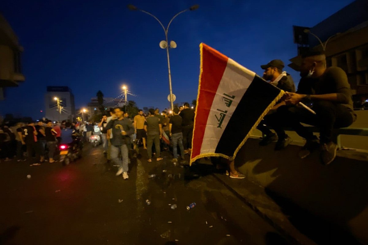 People gather at Tahrir Square to protest against unemployment, corruption and lack of public services in Baghdad, Iraq on 25 October 2019. [Haydar Karaalp - Anadolu Agency]