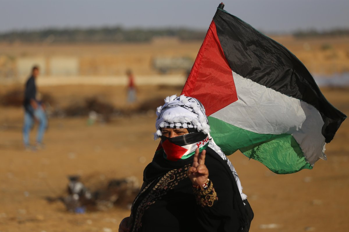 A Palestinian protestor seen during the weekly protest near the Gaza-Israel separation fence in the Gaza Strip on 11 November, 2019 [Mohammed Asad/Middle East Monitor]