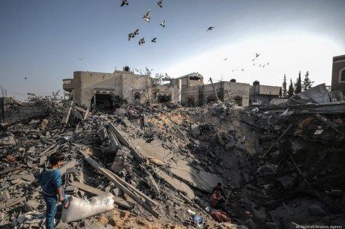 Palestinians search for loved ones after Israeli air strikes hit their homes in Gaza on 14 November 2019 [Ali Jadallah/Anadolu Agency]
