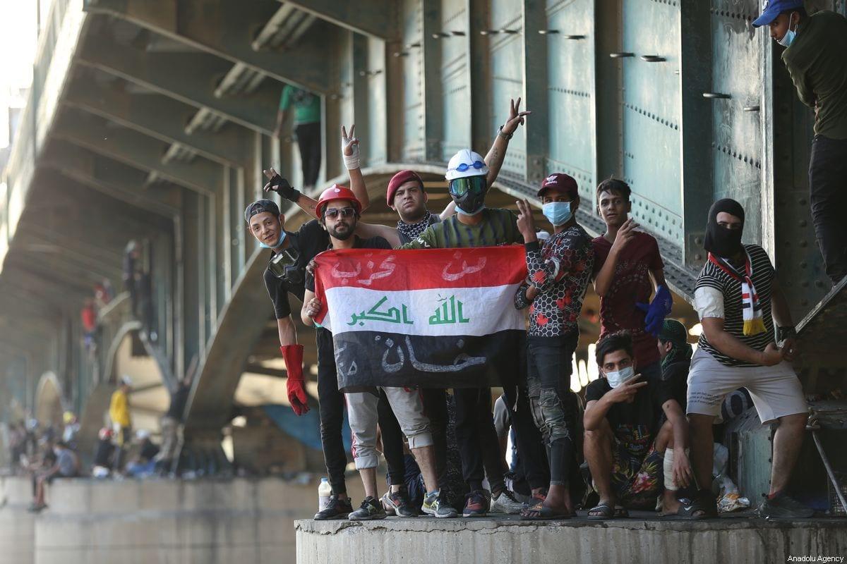 Protestors attend ongoing anti-government demonstrations in Iraq's capital Baghdad on 2 November, 2019 [Murtadha Sudani/Anadolu Agency]