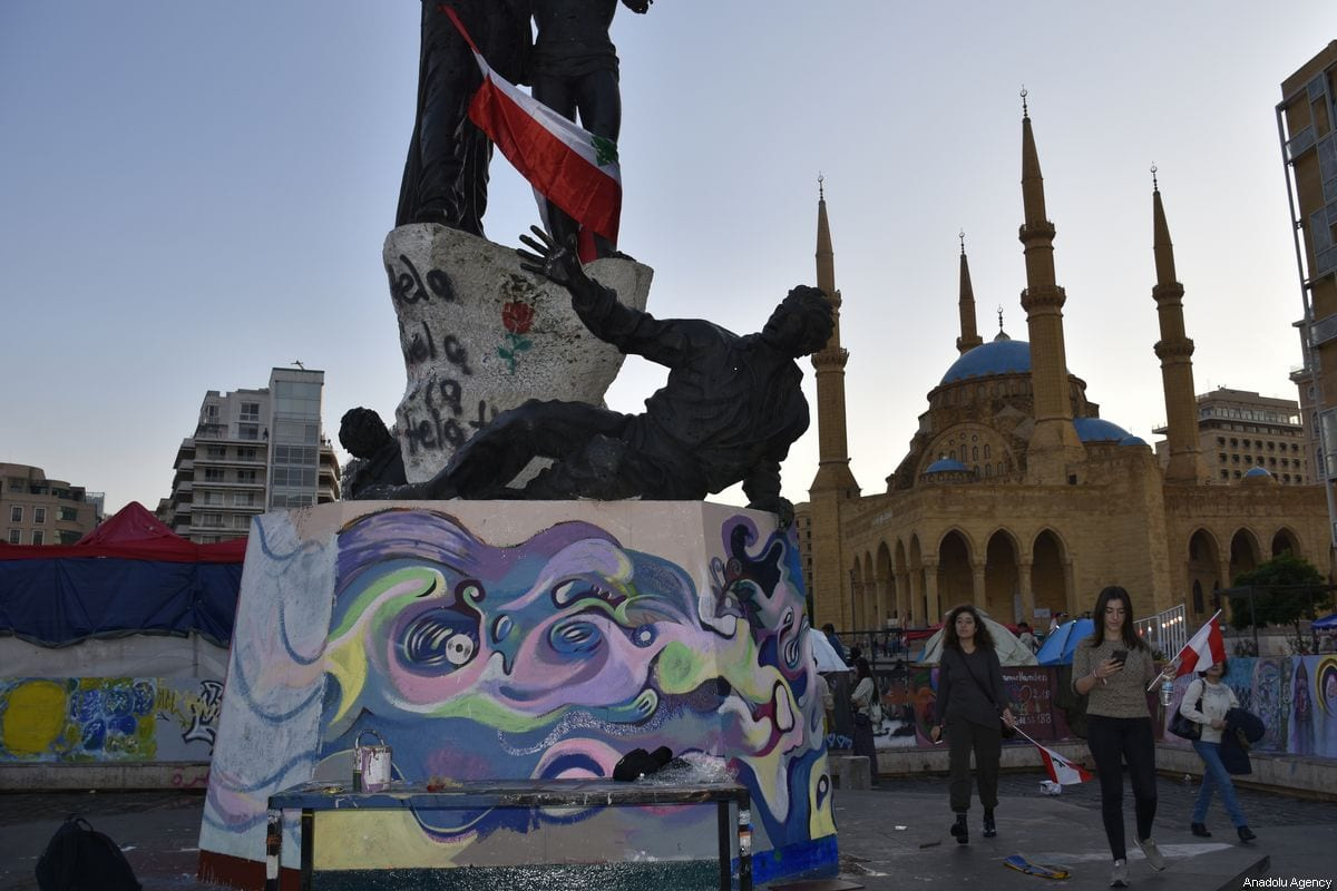 Demonstrators draw graffitis to show their support and to express their reaction as part of anti-government protests, in Beirut, Lebanon on November 02, 2019 [Mahmut Geldi / Anadolu Agency]