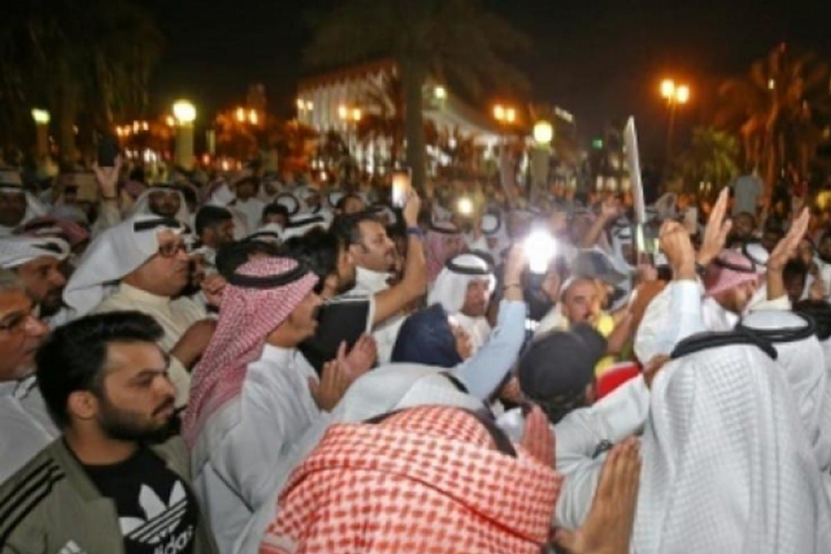 Kuwaitis demonstrate in front of Kuwait's parliament against poor public service in Kuwait on 6 November 2019 [Twitter]