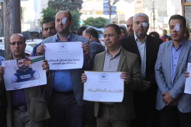 Gaza stands in solidarity with Palestinian journalist Muath Amarneh in Gaza, on 17 November 2019 [Middle East Monitor]