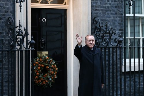 Turkish President Recep Tayyip Erdogan greets press members as he arrives to attend quartet Syria summit with French President Emmanuel Macron, German Chancellor Angela Merkel and British Prime Minister Boris Johnson at number 10 Downing Street in London, United Kingdom on 3 December, 2019 [Mehmet Ali Özcan/Anadolu Agency]