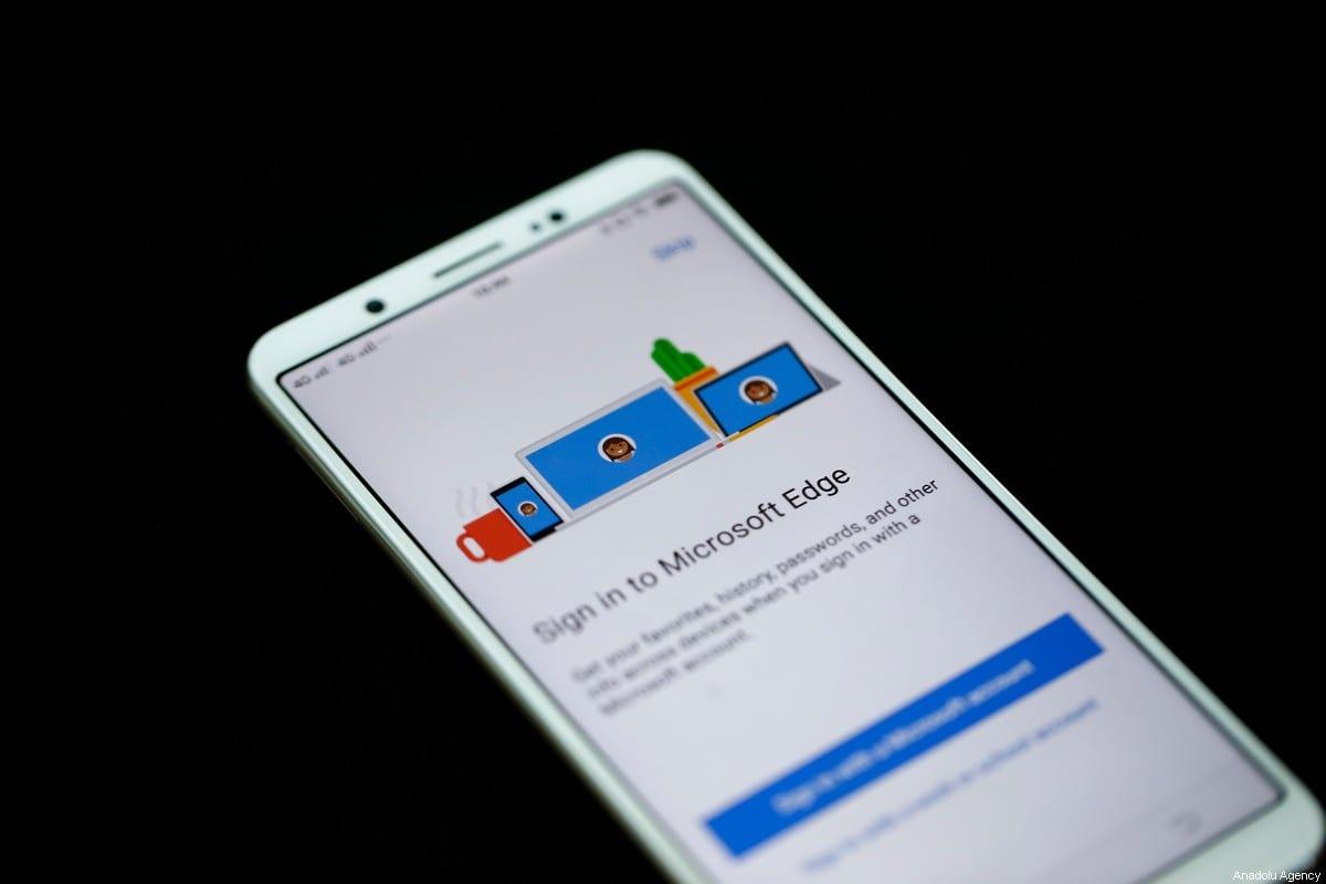 A mobile phone screen displays Microsoft Edge Web browser application on December 25, 2019 in Ankara, Turkey [Doğukan Keskinkılıç / Anadolu Agency]