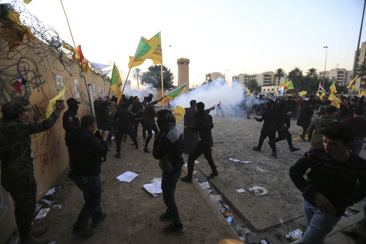 US soldiers intervene in outraged Iraqi protesters as they storm the US Embassy in Baghdad, protesting Washington's attacks on armed battalions belong to Iranian-backed Hashd al-Shaabi forces on 31 December 2019. [Murtadha Sudani - Anadolu Agency]