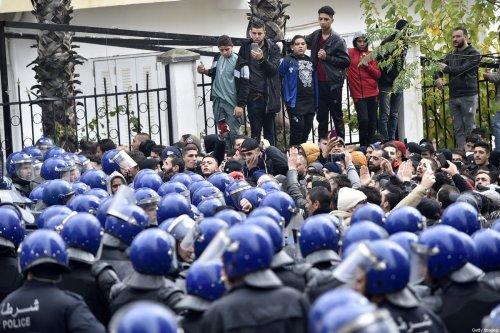 Security forces surround demonstrators in Algiers, Algeria on 8 on December 2019 [RYAD KRAMDI/AFP/Getty Images]