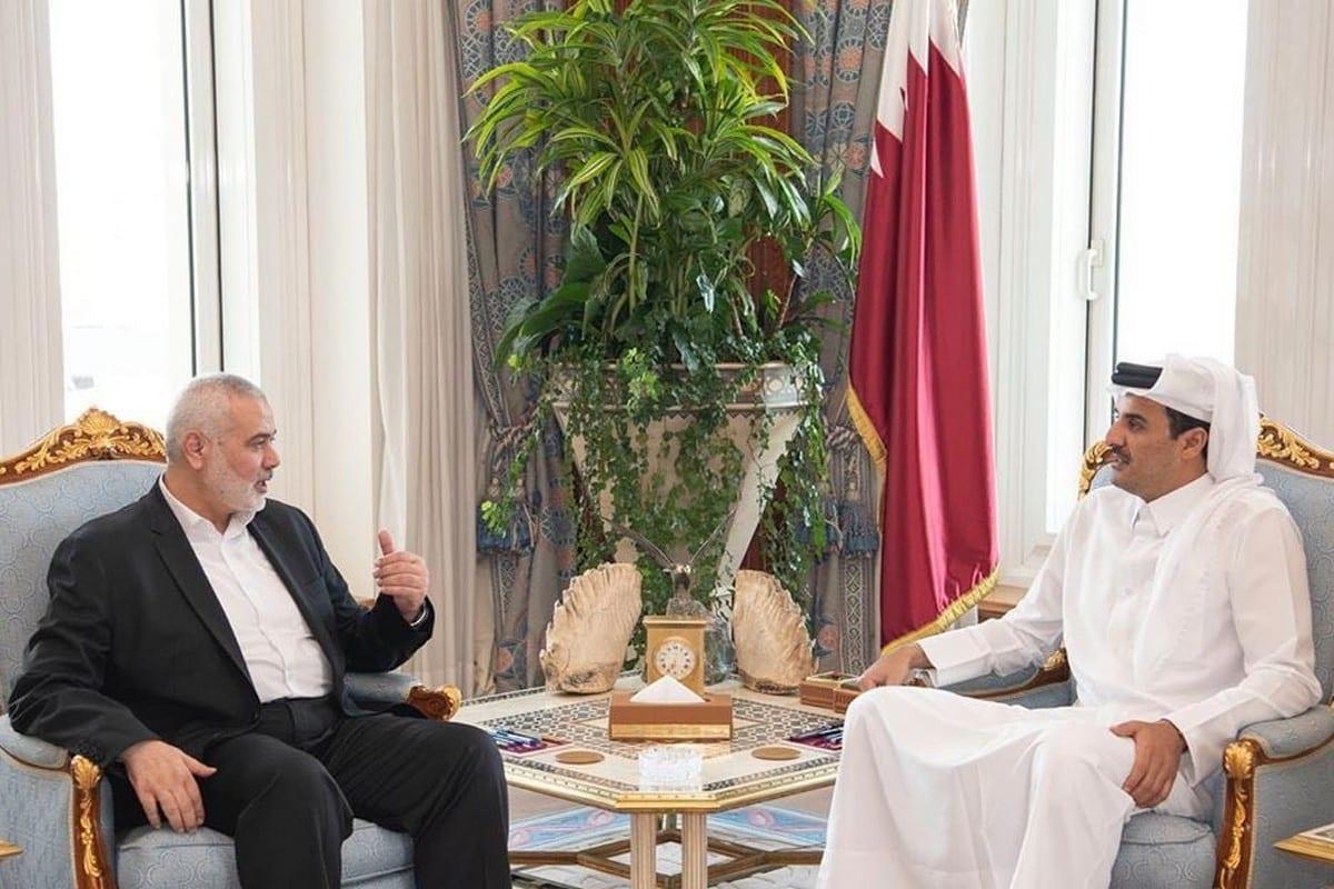 Hamas Political Bureau chief Ismail Haniyeh (L) and Qatari Emir Sheikh Tamim Bin Hamad Al-Thani in Doha, Qatar om 16 December 2019