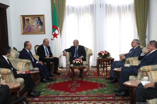 Turkish Foreign Minister Mevlut Cavusoglu (2nd L) meets President of Algeria Abdelmadjid Tebboune (C) in Algiers, Algeria on 7 January 2020 [Fatih Aktaş/Anadolu Agency]