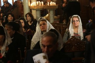 Greek Orthodox worshippers celebrate Christmas Mass, at St. Porphyrios Church in Gaza City [Mohammed Asad/Middle East Monitor]