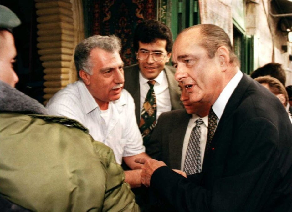 French President Jacques Chirac argues with an Israeli border policeman as he tries to talk to Palestinians during his visit of the Arab part of Jerusalem's Old City 22 October. Chirac is on a three-day visit to Israel and the autonomous Palestinian territories [JIM HOLLANDER/AFP via Getty Images]