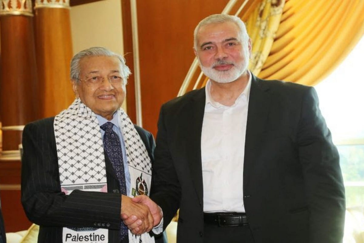 Hamas chief Ismail Haniyeh meets with Malaysian Prime Minister Mahathir Bin Mohamad