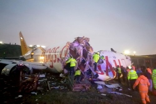 Officials work around the site after a passenger plane skidded off the runway in Istanbul Sabiha Gokcen International Airport, breaking into two, on 5 February 2020 in Istanbul, Turkey [Istanbul Security Directorate/Anadolu Agency]