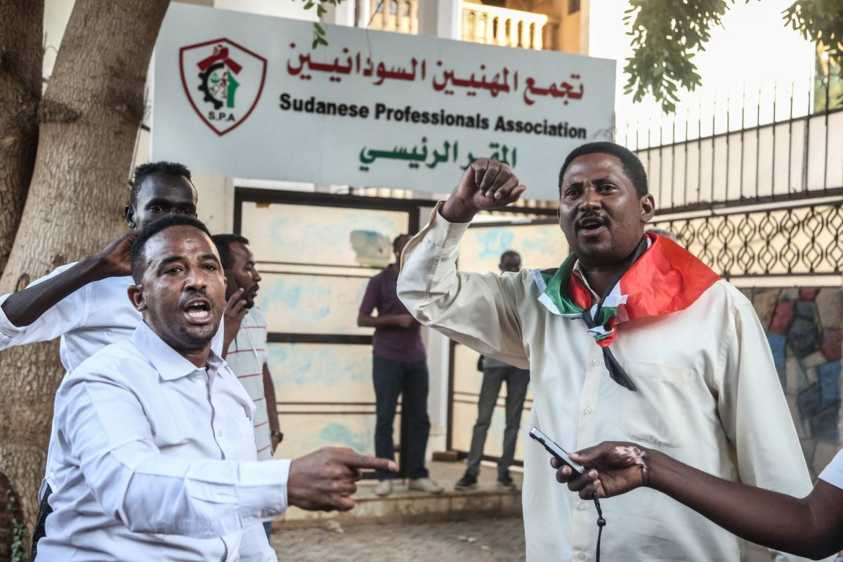 "Dozens of members of the ""Resistance Committees"" of revolutionary Sudanese youth gather to a protest against meeting of Sudan's Sovereign Council Head Abdel-Fattah al-Burhan and Prime Minister of Israel Benjamin Netanyahu in Uganda, in front of the Union of Sudan Professional Chambers (SPA) headquarters in Khartoum, Sudan on 6 February, 2020 [Mahmoud Hjaj/Anadolu Agency]"