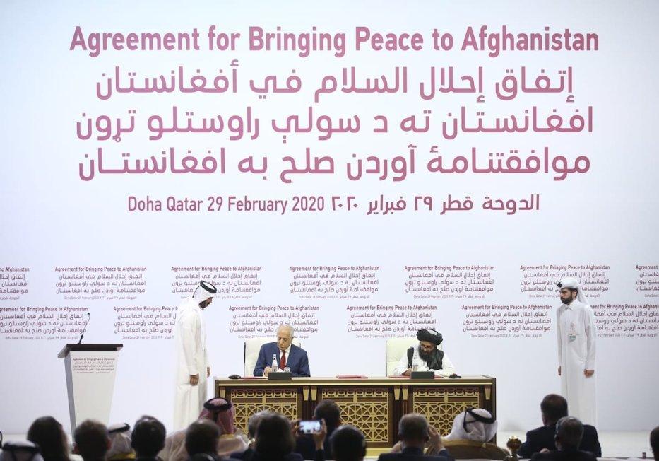 US Special Representative for Afghanistan Reconciliation Zalmay Khalilzad (L) and Taliban co-founder Mullah Abdul Ghani Baradar (R) sign a peace agreement between US, Taliban, in Doha, Qatar on 29 February 2020. [Fatih Aktaş - Anadolu Agency]