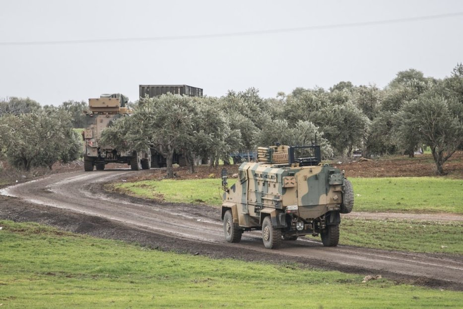 A photo taken from Turkey's Hatay province shows Turkish military convoy consisting of armored personnel carriers are on the way towards observation points in Syria's Idlib, on February 07, 2020 in Hatay, Turkey. [Cem Genco/Anadolu Agency]