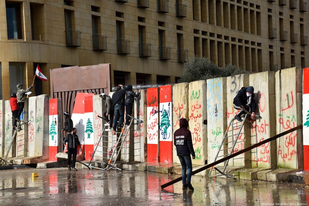 Security forces intervene in protesters during a protest held before a session at a parliament for a vote of confidence to new government of Hassan Diab on 11 February 2020 in Beirut, Lebanon [Mahmut Geldi - Anadolu Agency ]