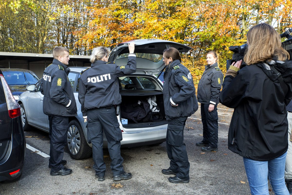 Danish Police conduct a search at a council flat in a housing block on 7 November 2018 in Ringsted, Denmark [Ole Jensen/Getty Images]