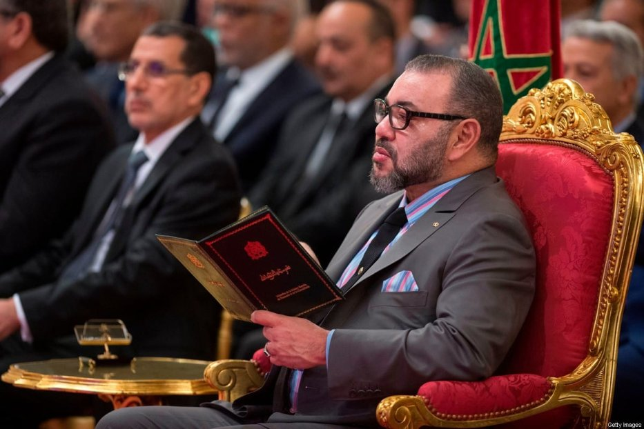 Morocco's King Mohammed VI (R) and Prime minister Saad Eddine El Othmani (L) in Casablanca on 11 December 2017 [FADEL SENNA/AFP/Getty Images]