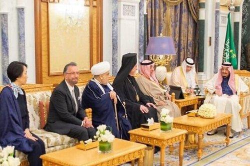A rabbi from Jerusalem meets with King Salman Ibn Abdulaziz Al-Saud of Saudi Arabia in the royal palace in the capital Riyadh [Twitter]