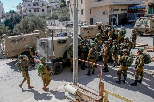 Israeli security forces carry out a raid in search of a suspect wanted for a car-ramming attack earlier in Jerusalem on 6 February 2020 [MUSA AL SHAER/AFP/Getty Images]