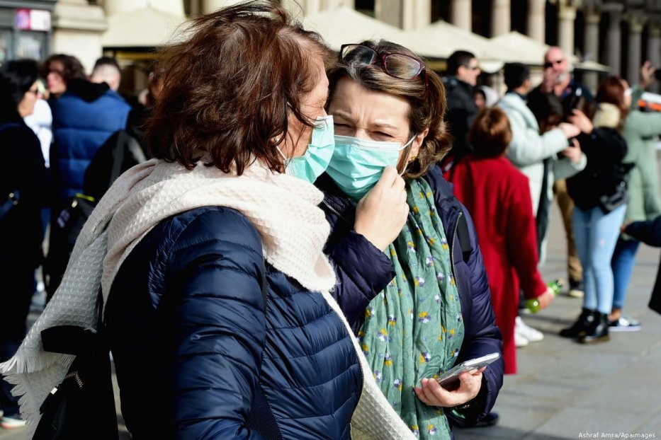 Women wearing respiratory masks are seen on 23 February in Milan, Italy [Pier Marco Tacca/Anadolu Agency]