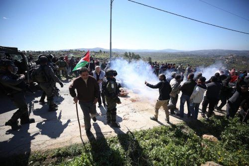 Israeli forces attack Palestinians who were defending themselves from illegal settlers Nablus, West Bank on 27 February 2020 [Issam Rimawi/Anadolu Agency}