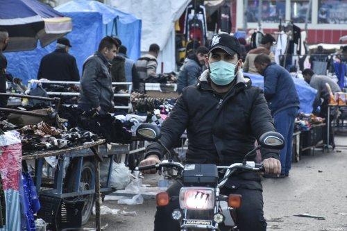 A man wears a medical mask as a precaution to protect himself from coronavirus in Kirkuk, Iraq on February 25, 2020. [Ali Makram Ghareeb - Anadolu Agency]