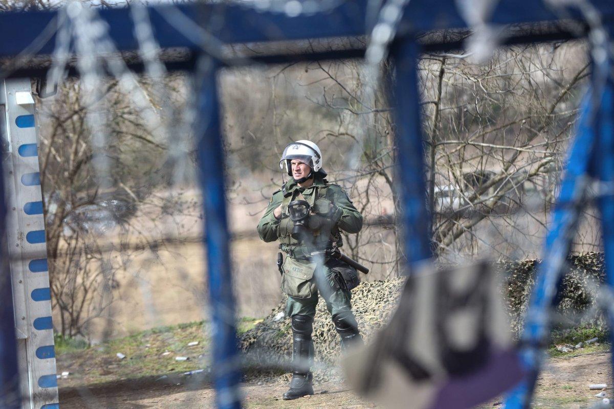 Greek security solider on 8 March 2020 [Elif Öztürk/Anadolu Agency]