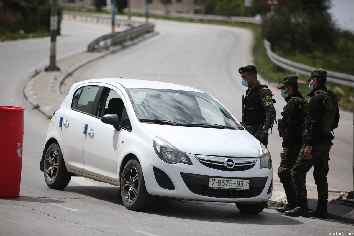 Security forces set up a checkpoint in the streets to warn citizens not to go out after a curfew was announced by authorities as a measure against coronavirus (COVID-19) in Ramallah, West Bank on March 23, 2020. [İssam Rimawi - Anadolu Agency]