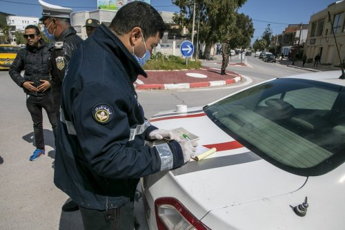 Tunisian security forces warn people as they take security measures after a partial curfew declaration on March 18, within precautions against coronavirus (COVID-19) in Bizerte region of Tunis, Tunisia on March 28, 2020 [Nacer Talel - Anadolu Agency]