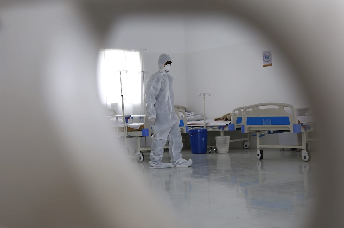 Officials establish a new department for coronavirus patients at Zaid Hospital within precautions against coronavirus (COVID-19) pandemic in Sanaa, Yemen on 28 March 2020 [Mohammed Hamoud/Anadolu Agency]