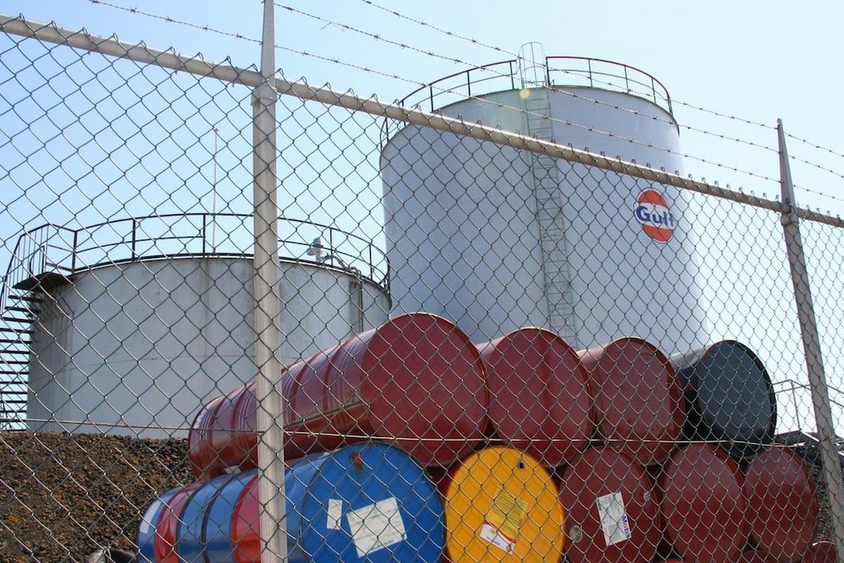 Barrels of oil [Daan Franken/Flickr]