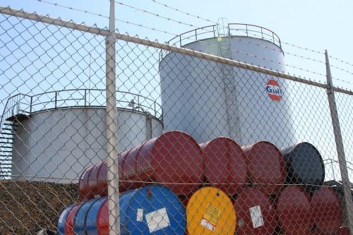 Barrels of oil in the Netherlands, 11 May 2008 [Daan Franken/Flickr]