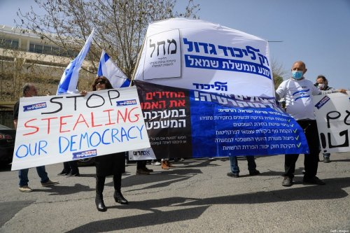 Supporters of Israeli Prime Minister Benajamin Netanyahu and the Likud party stage a protest in front of the Knesset in Jerusalem on 24 March 2020 [EMMANUEL DUNAND/AFP/Getty Images]