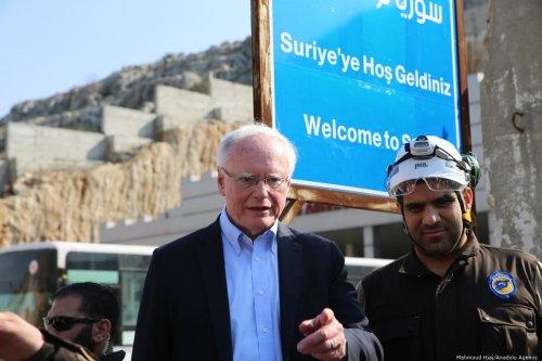 US Special Representative for Syria James Jeffrey visits the Cilvegozu border gate in Turkey's Hatay province on 3 March 2020 [Cem Genco/Anadolu Agency]